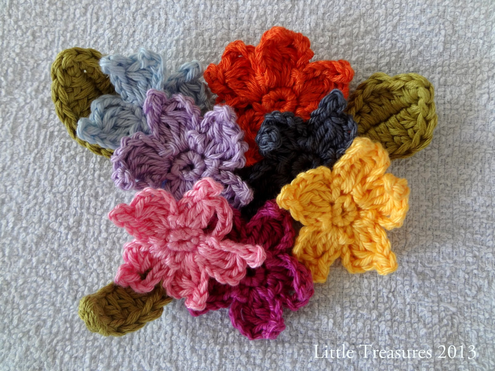 Little Treasures Adenium free crochet flower tutorial