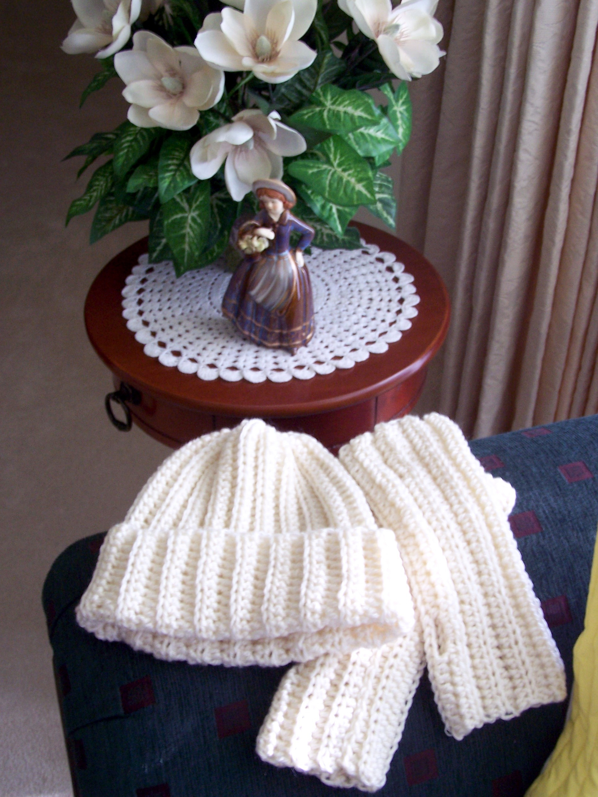 Awesome Free Crochet Pattern for Womens Hat Mittens and Scarf Simple Crochet Hat Of Awesome 43 Images Simple Crochet Hat