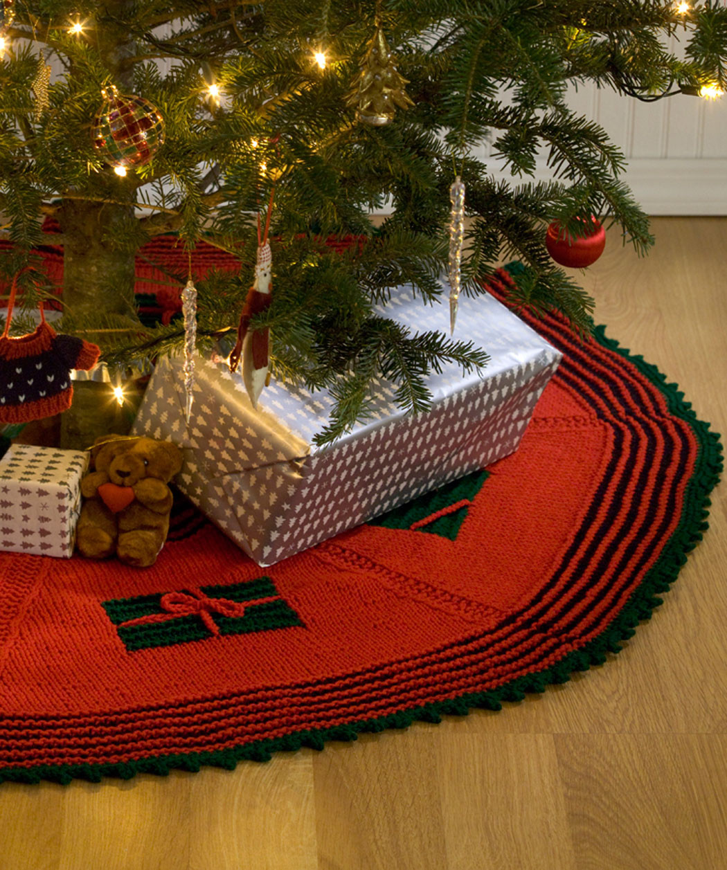 Awesome Knitted Christmas Tree Skirt Pattern Knit Tree Skirt Pattern Of Delightful 49 Images Knit Tree Skirt Pattern