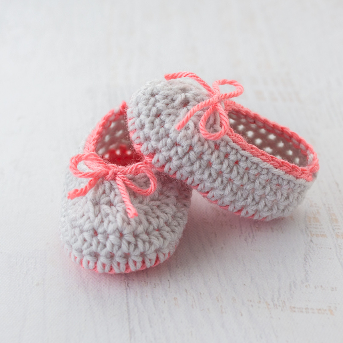 Neon Trim Baby Slippers – Free Crochet Pattern
