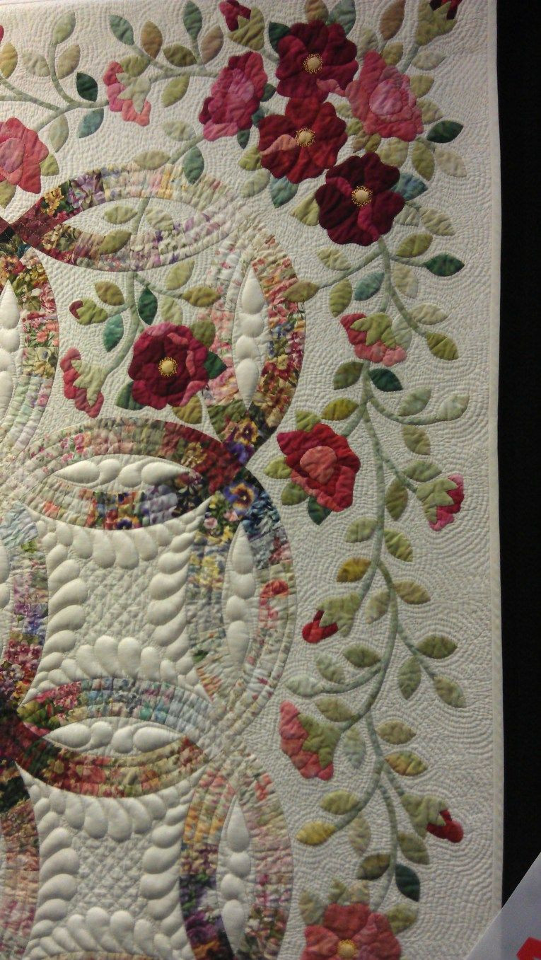 Wedding ring quilt Rings and Roses by Janet Treen close