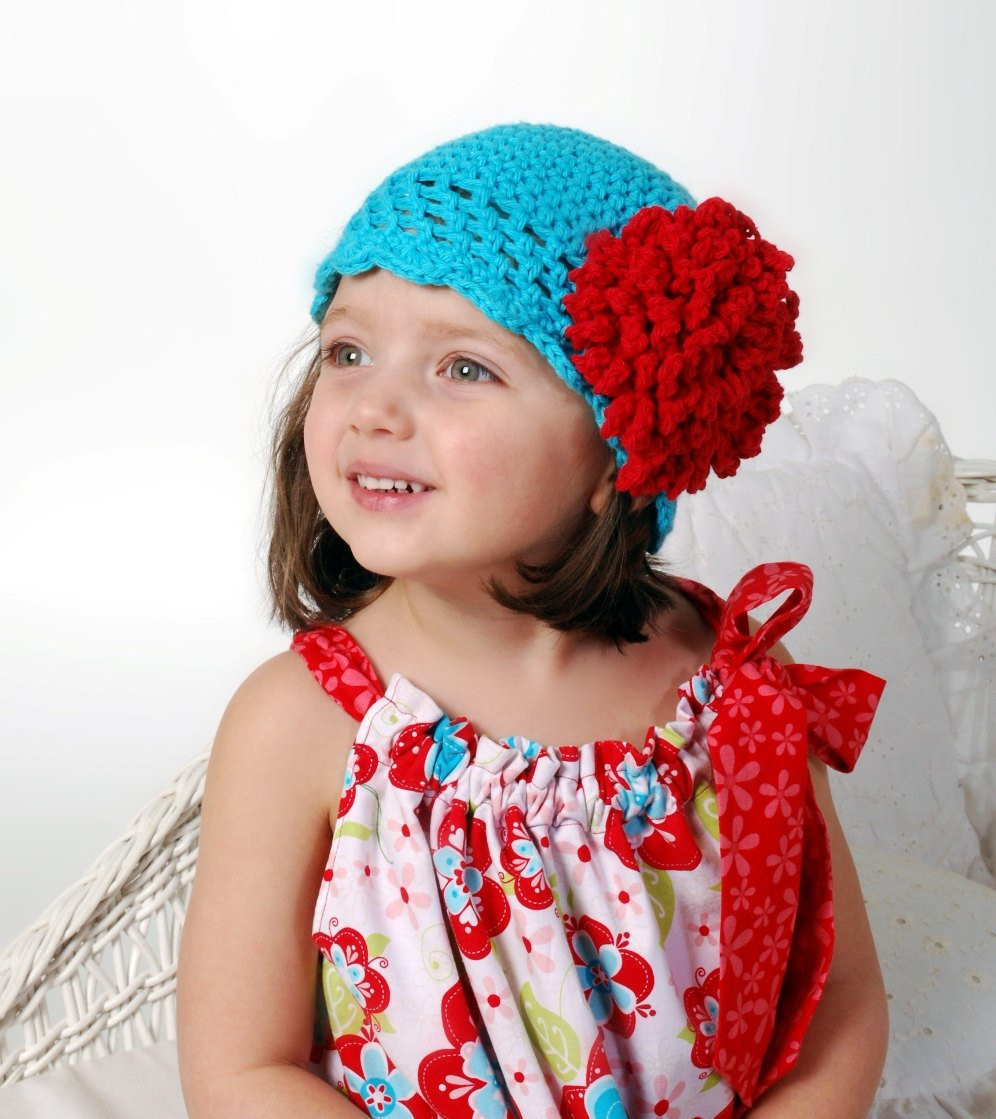 Crochet Hat Pattern with Fluffy Crochet Flower bo Roaring