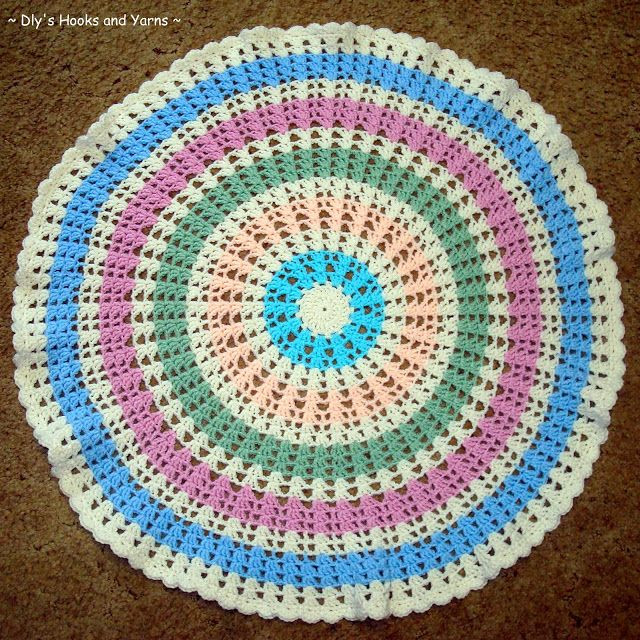 Dly s Hooks and Yarns a round baby blankie aka the