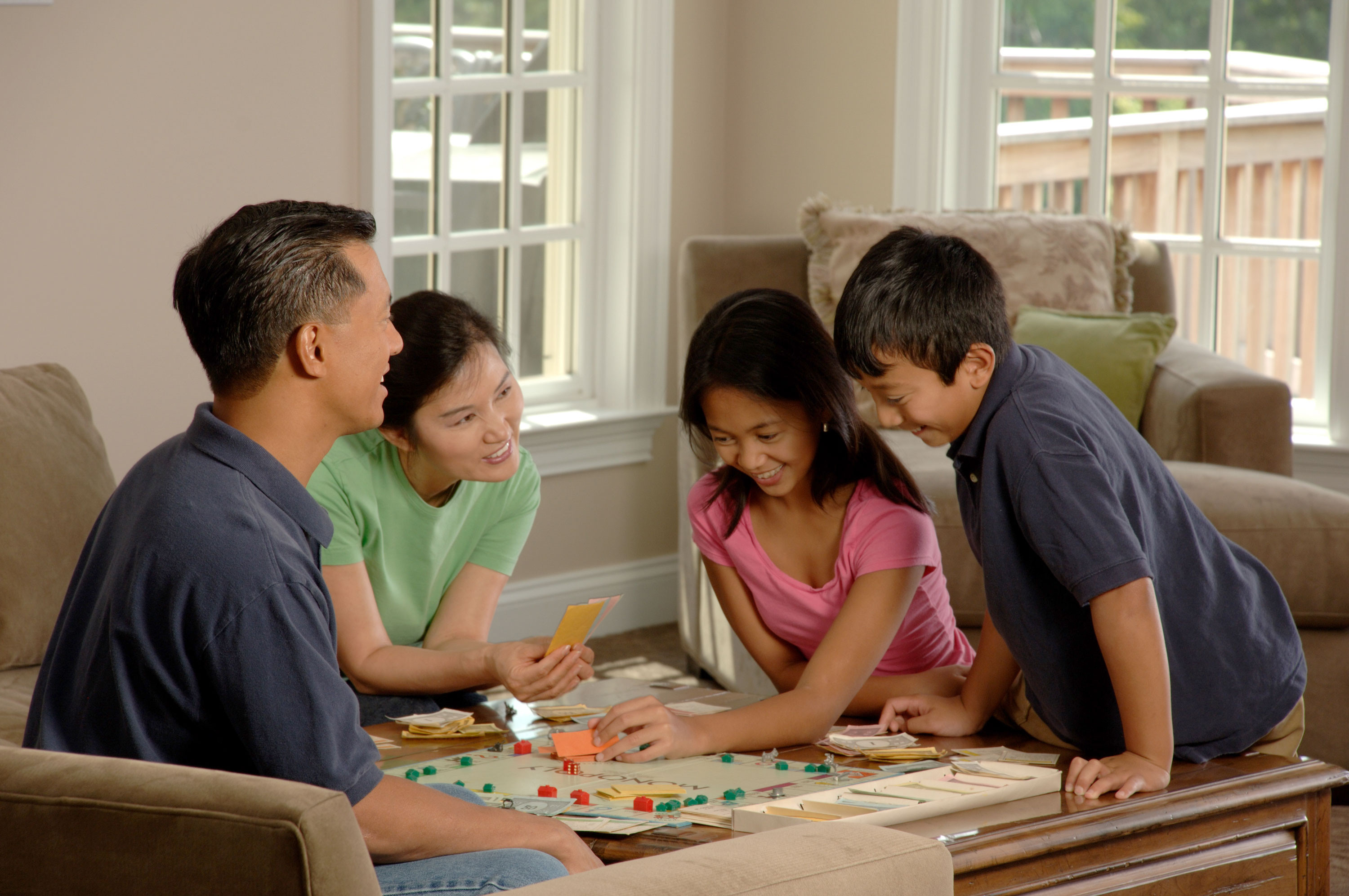 File Family playing a board game 2 Wikimedia mons