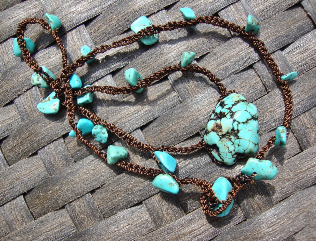 How to Crochet a Necklace With Beads
