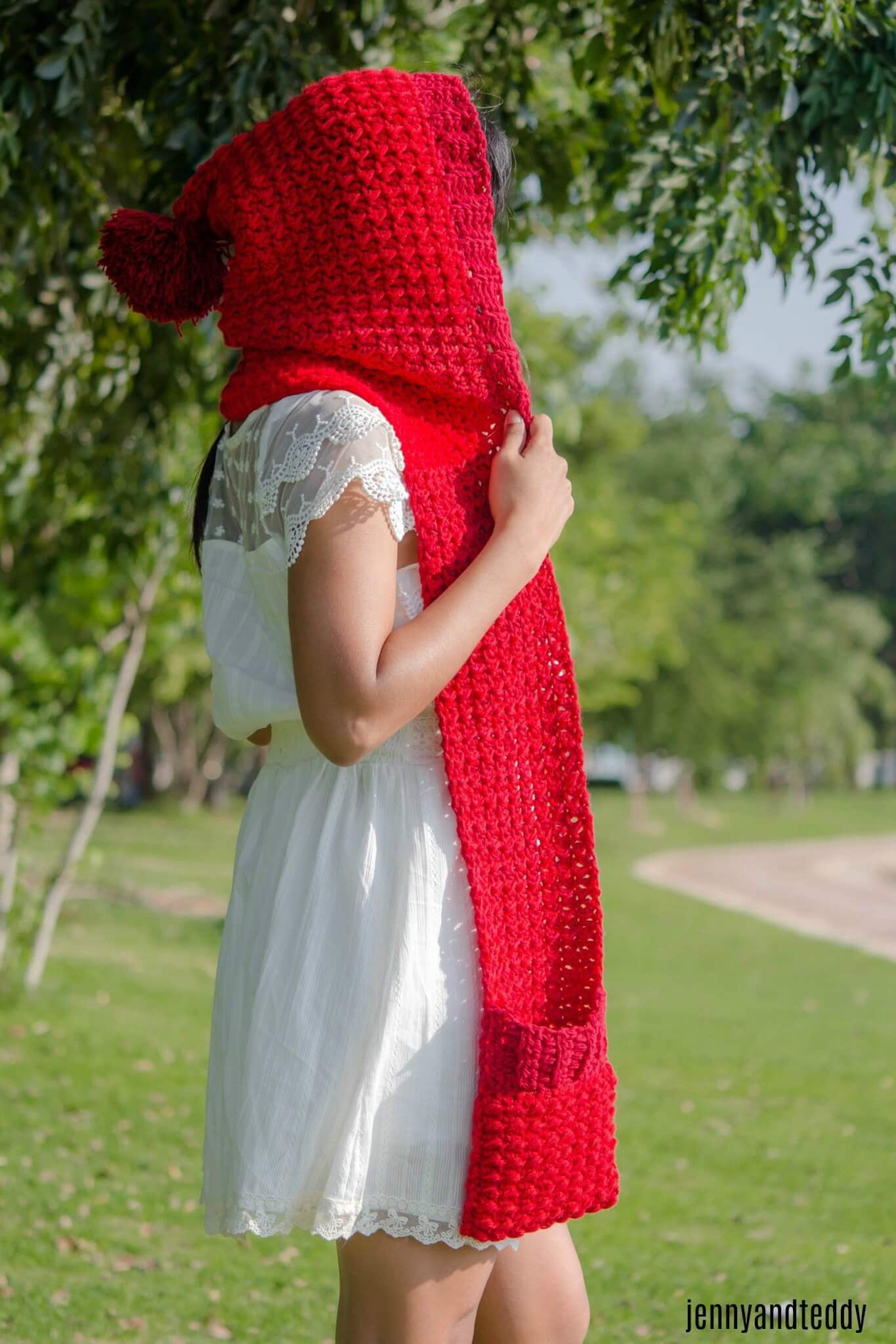 The red riding hood pocket scarf free crochet pattern