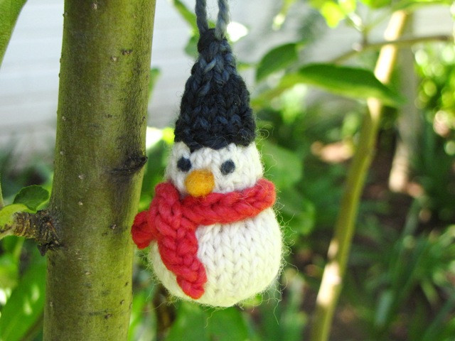 A Little Knitted Snowman Pattern for Christmas Natural