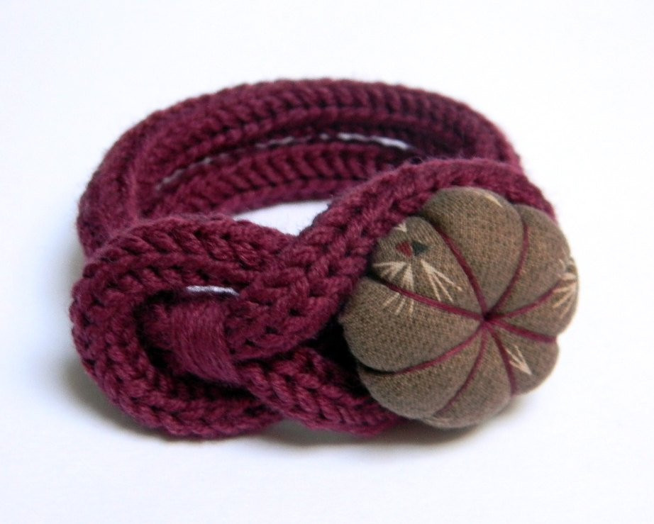 Burgundy knitted wool yarn bracelet Noemi handmade japanese