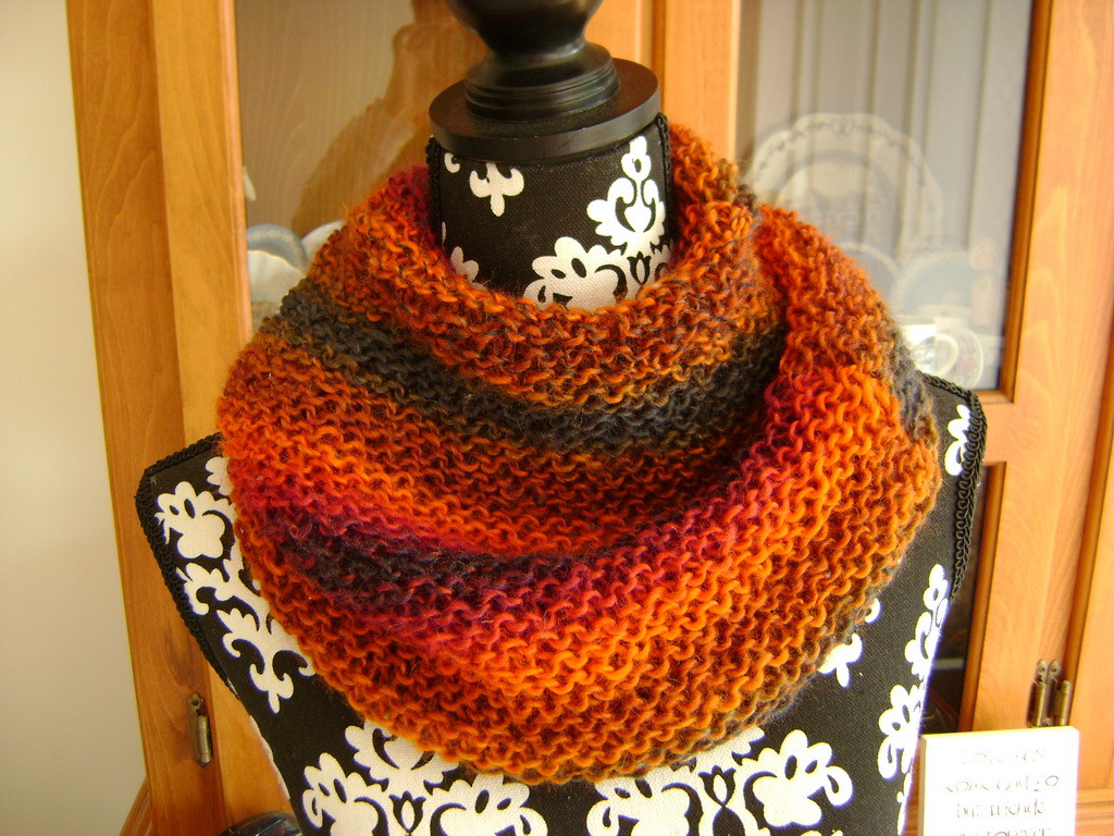 Easy cowl knitting pattern for beginners