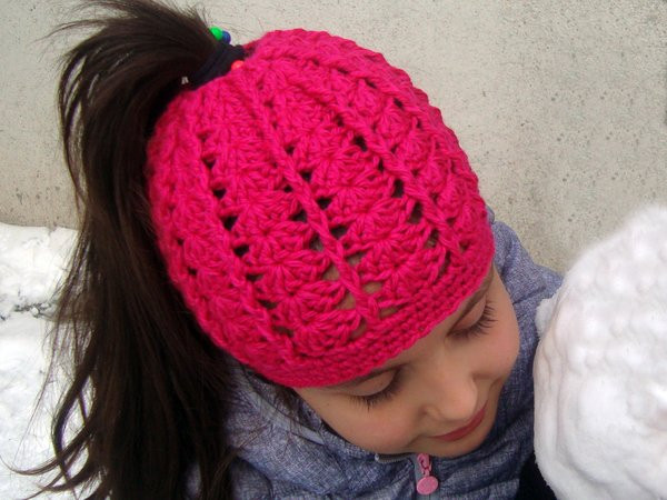 Messy bun hat for runners Ponytail beanie for girls and