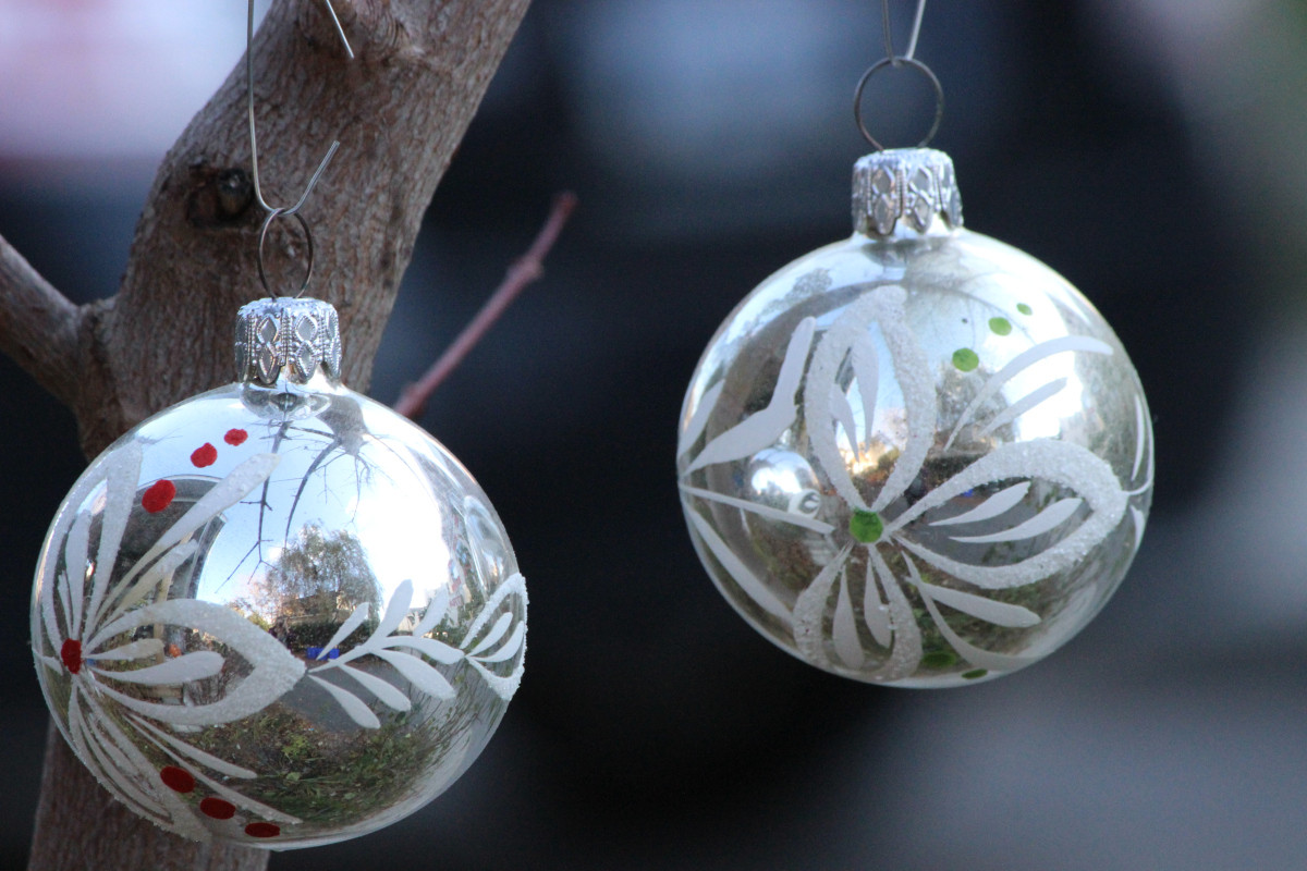 SOLD – 5 Vintage Glass Ornaments GUC