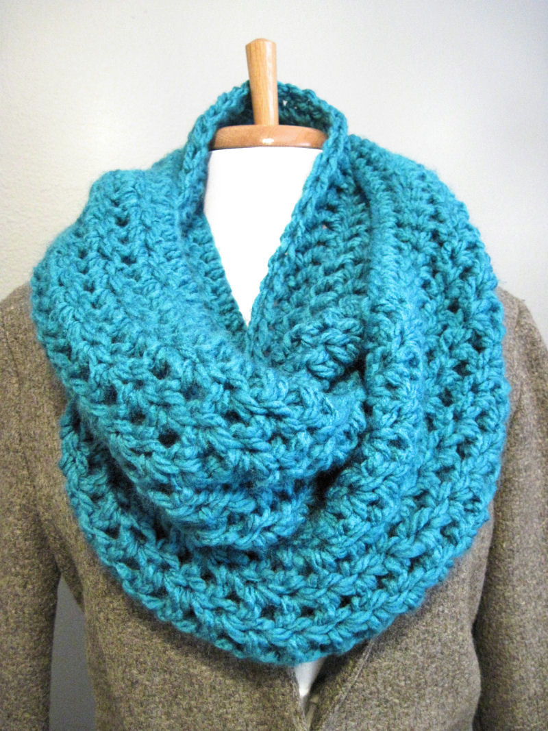 DIY Bulky Cowl Scarf In the Hammock Vintage Style