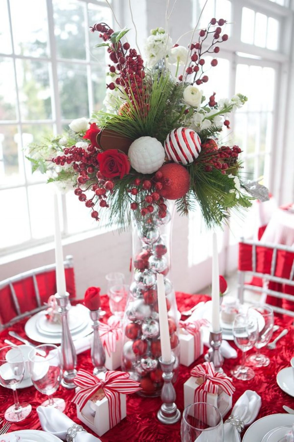 Christmas Decoration Ideas New 34 Gorgeous Christmas Tablescapes and Centerpiece Ideas Of Amazing 45 Photos Christmas Decoration Ideas