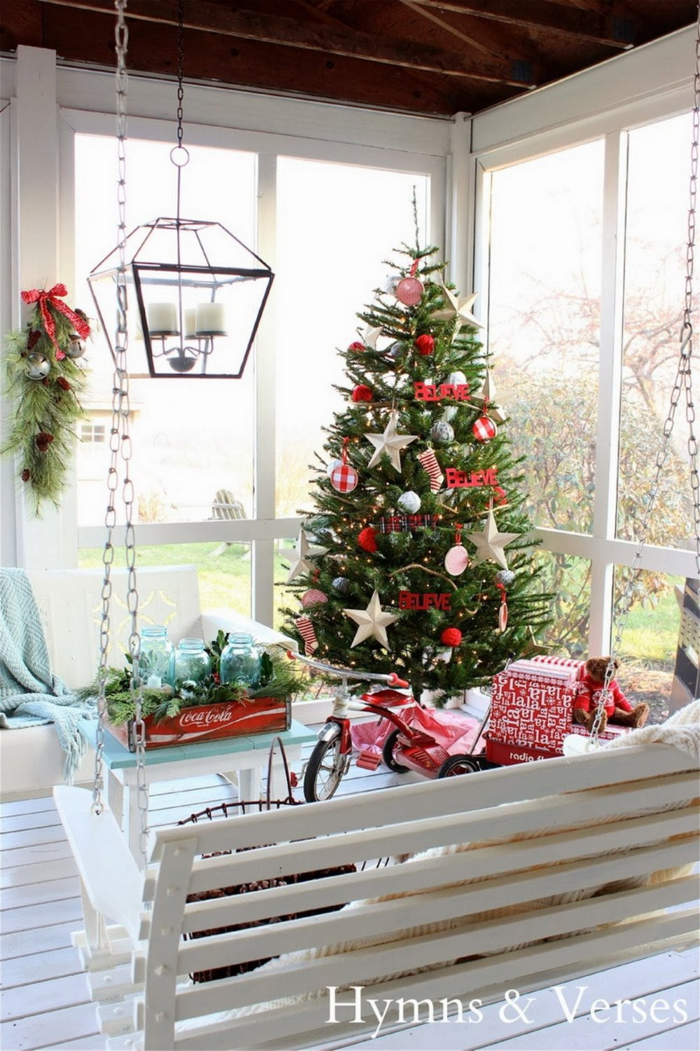 46 Beautiful Christmas Porch Decorating Ideas — Style Estate