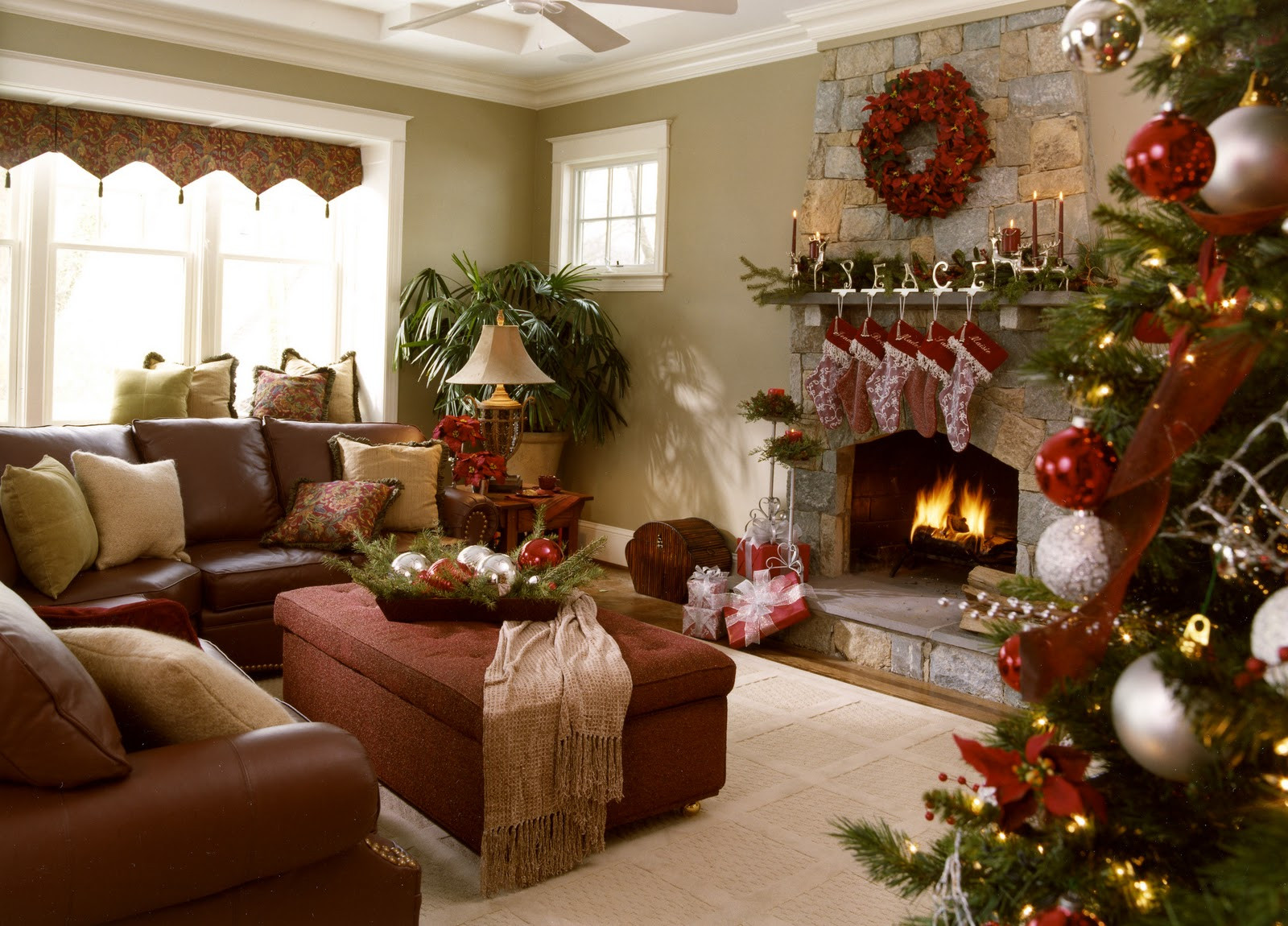 Christmas Decorators Unique Residential Holiday Decor & Installation Of Christmas Decorators New 46 Beautiful Christmas Porch Decorating Ideas — Style Estate