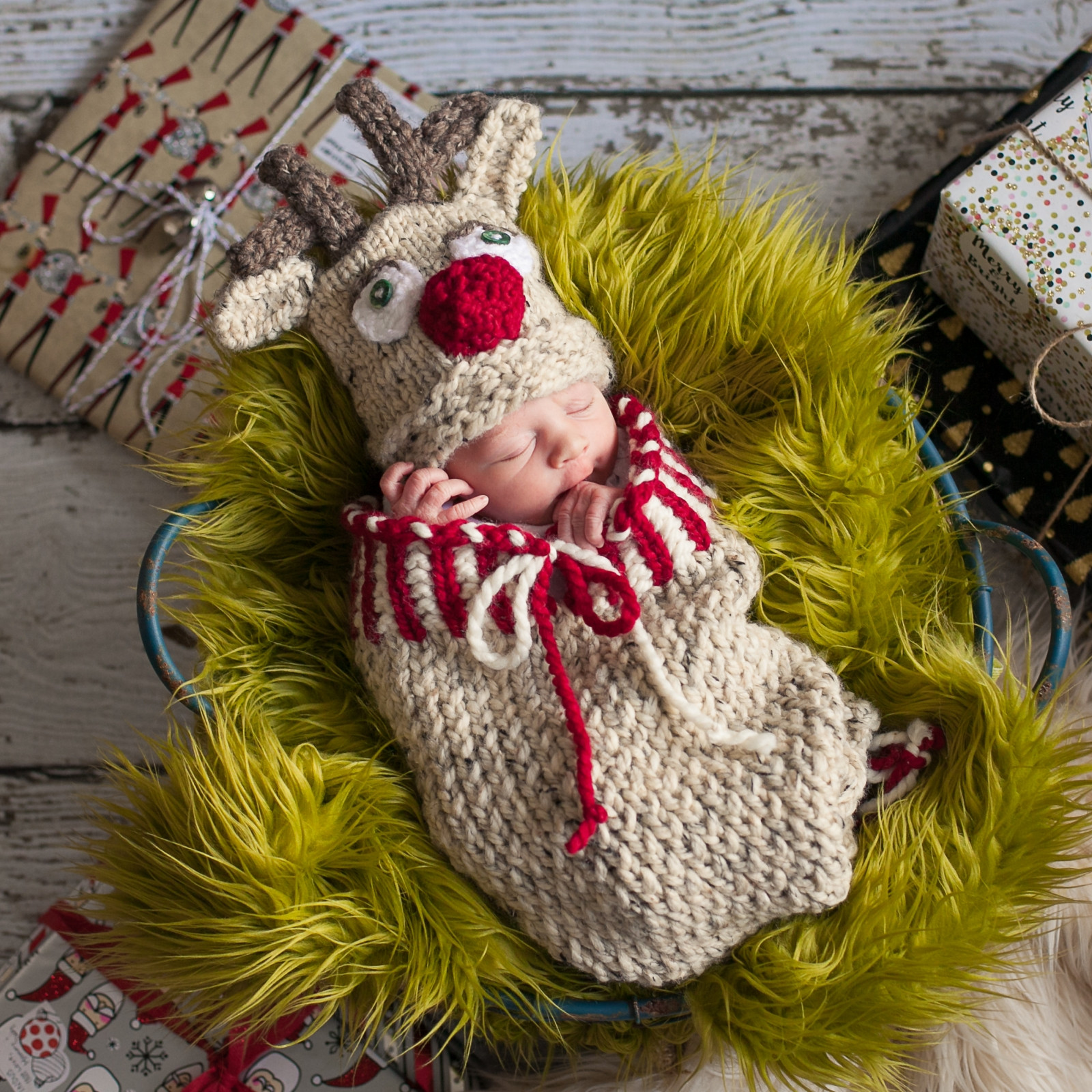 loom knit reindeer cocoon and hat set pattern pdf newborn christmas cocoon set loom knitting