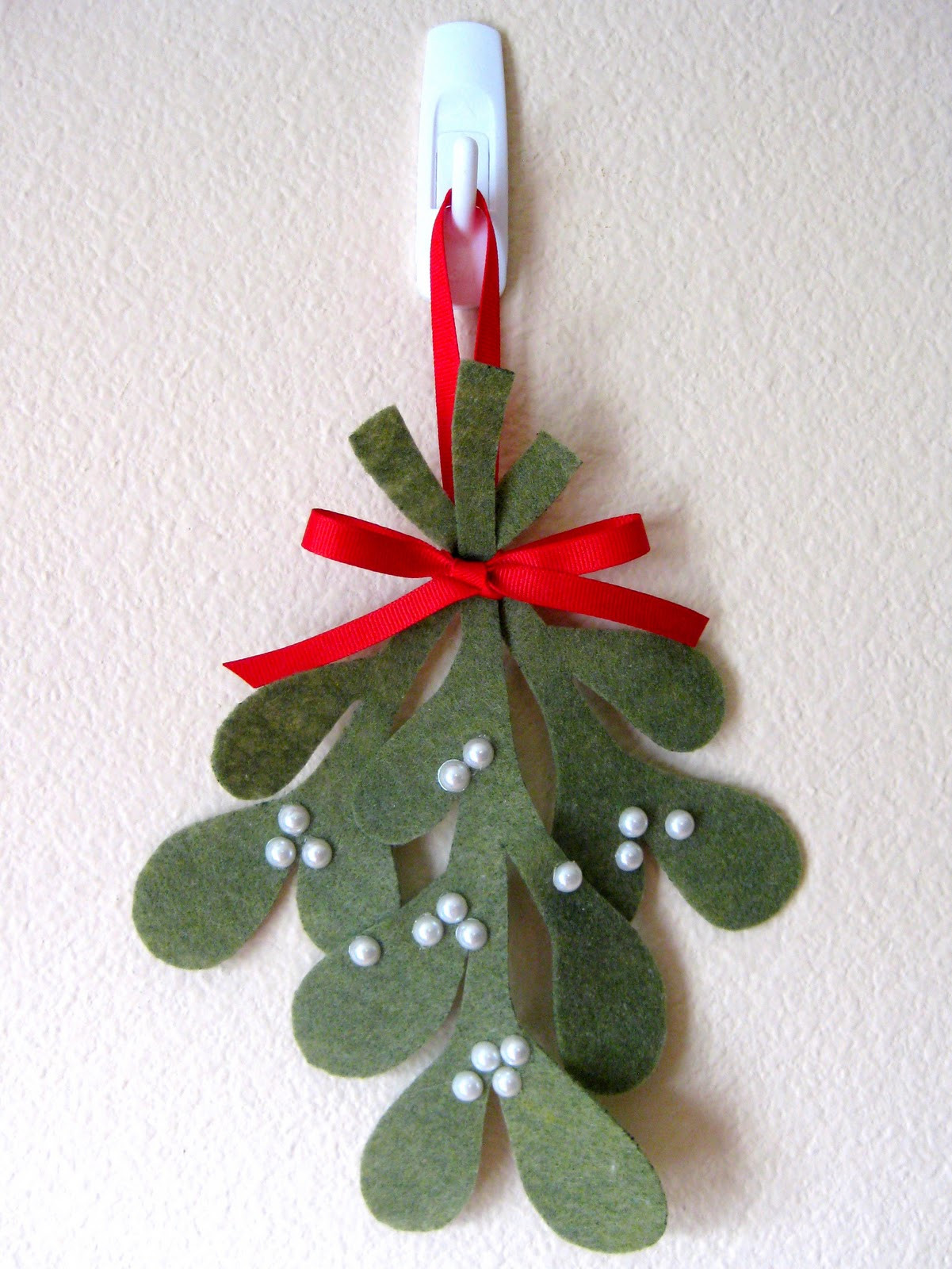 Christmas Tree ornaments to Make New Stayathomeartist Make Your Own Mistletoe Tutorial Of Amazing 45 Images Christmas Tree ornaments to Make