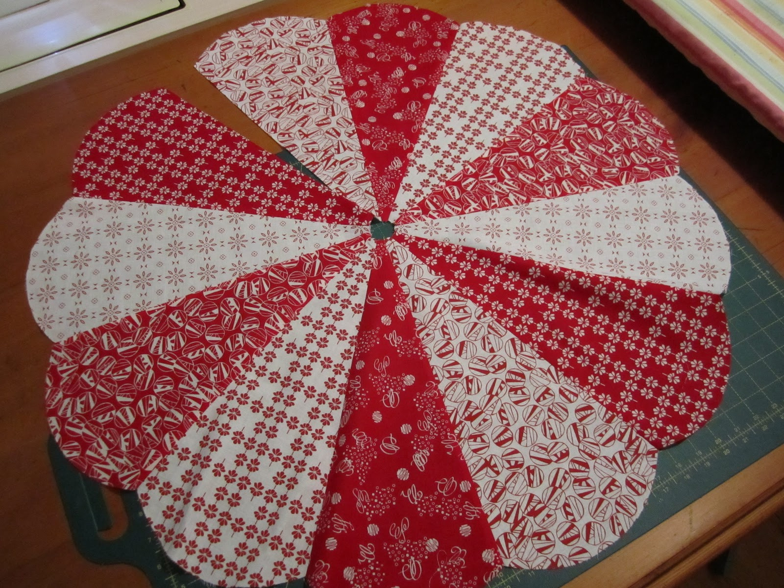 Christmas Tree Pattern Beautiful 20 Free Quilted Christmas Tree Skirt Patterns Of Great 46 Images Christmas Tree Pattern