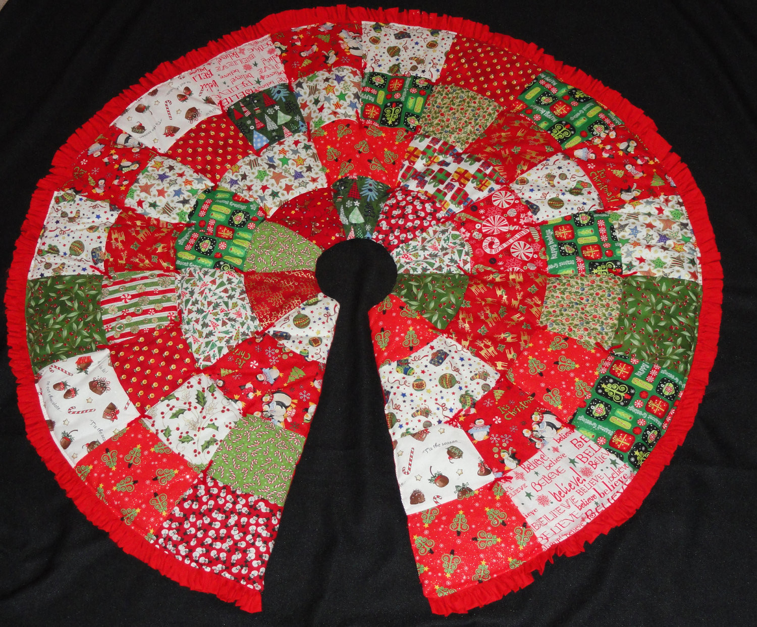 Quilted Christmas Tree Skirt Patterns – Happy Holidays