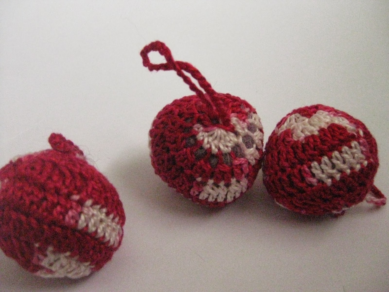 CraftyRie Free Pattern Easy Peasy Crochet Balls or Baubles