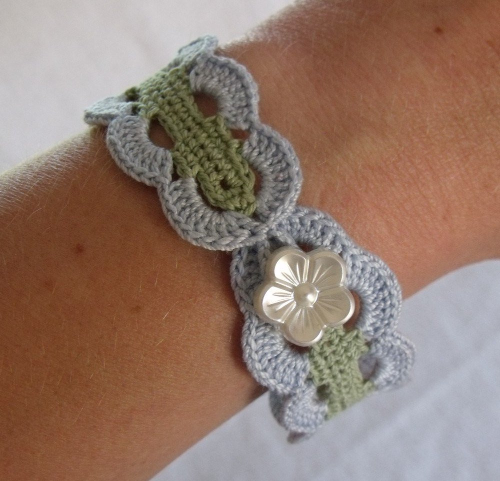 vintage inspired crochet bracelet in