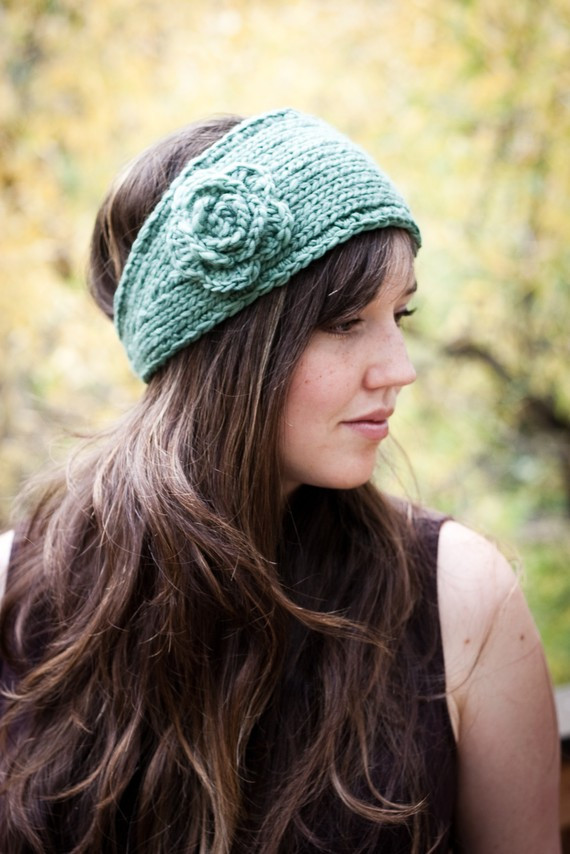 Knitted Headband with Flower Patterns