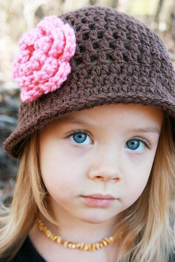 crochet hat with flower chocolate brown