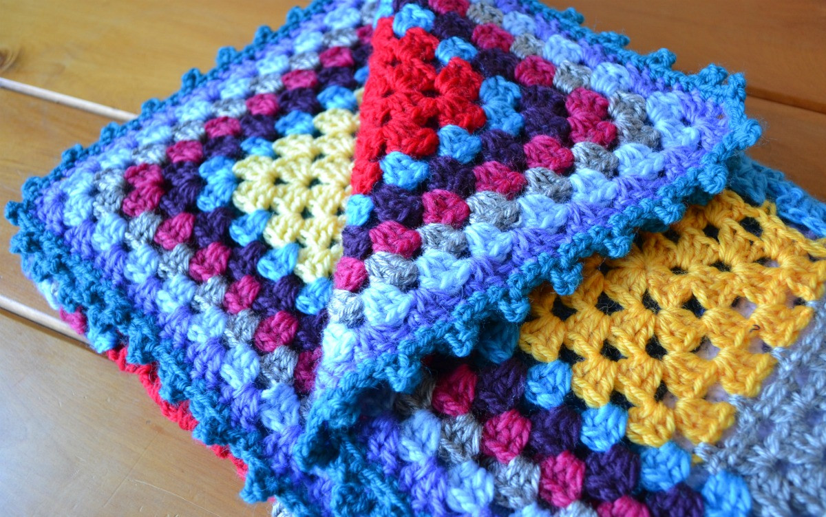 Crochet granny square baby blanket – The Green Dragonfly
