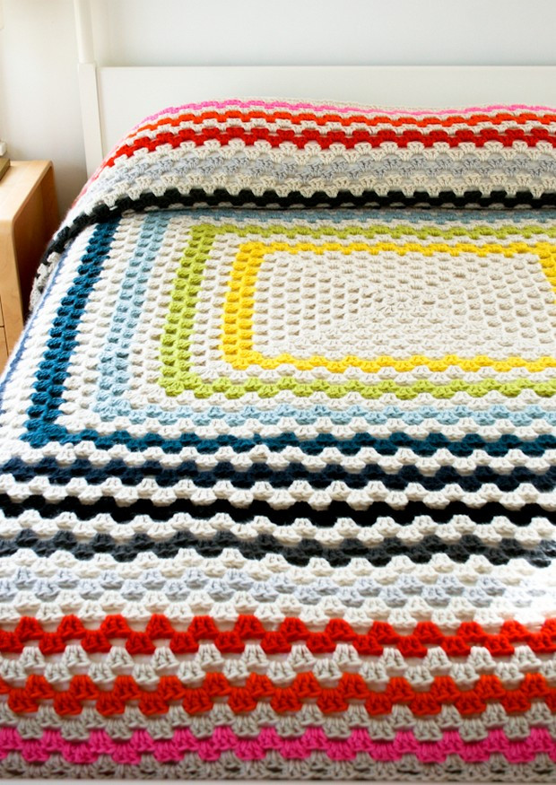Crochet a Gigantic Granny Square Blanket – Free Pattern
