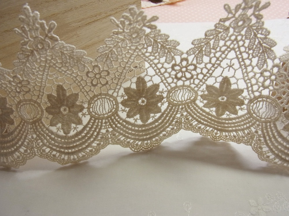 1Yard Vintage style Cotton Crochet Lace Trim lovely Flower