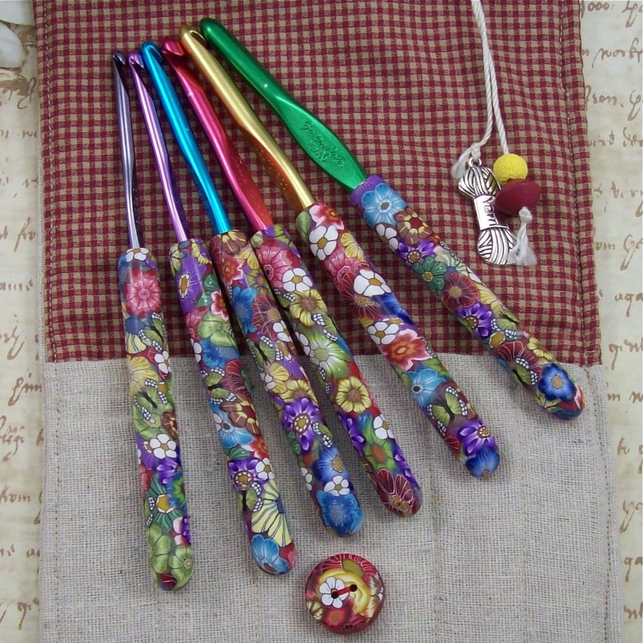 crochet hook case with set of susan