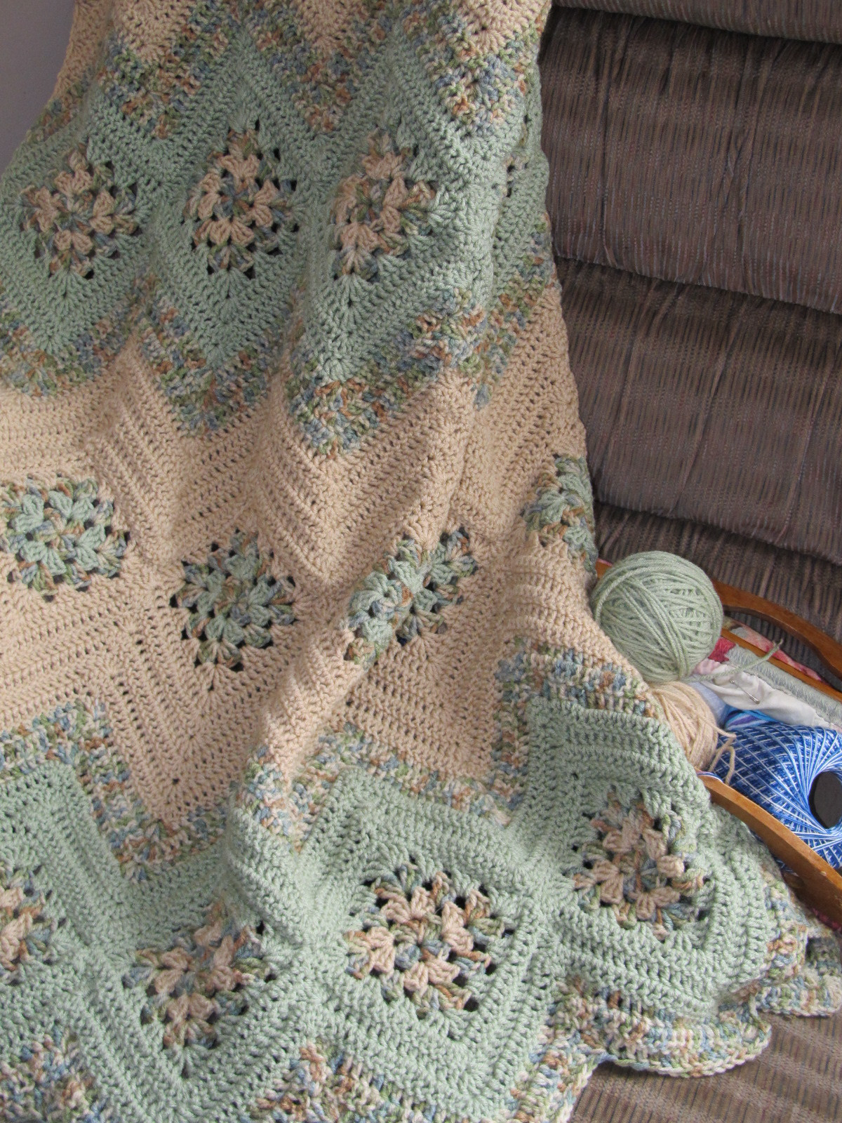 Grannies and Ripples Afghan Free Crochet Pattern ⋆ Crochet