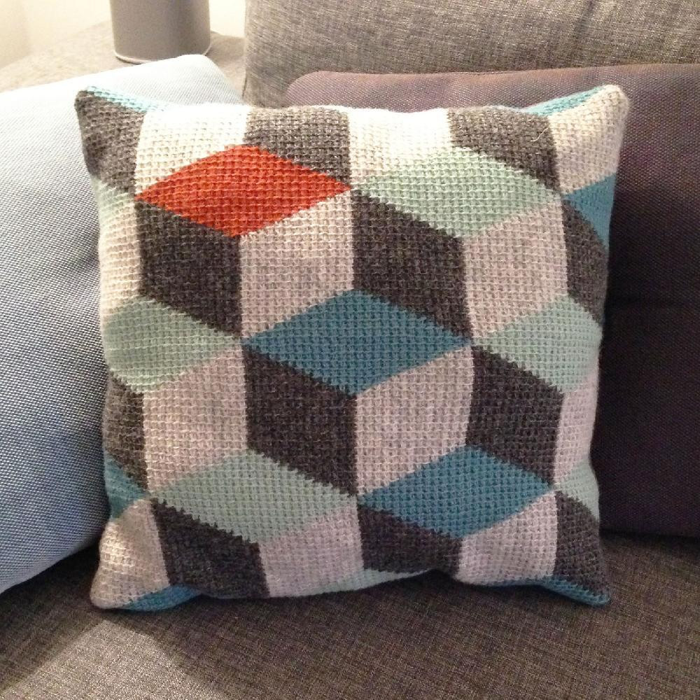 6 crochet cushions for a fashionably fun home