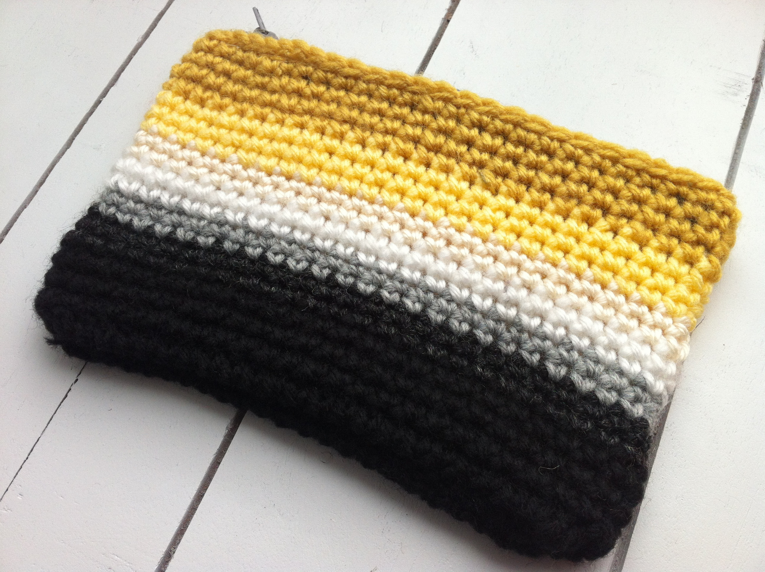 Crochet Pouch Lovely Crochet Ombre Zipper Pouch Of Awesome 48 Pics Crochet Pouch