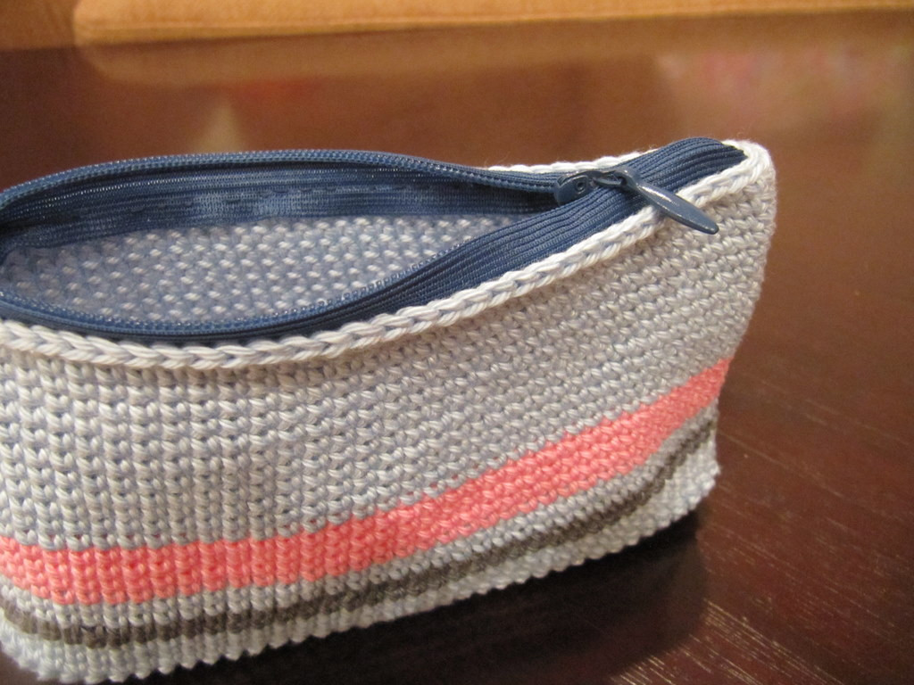 Quick and dirty way of adding a zipper to a crochet pouch
