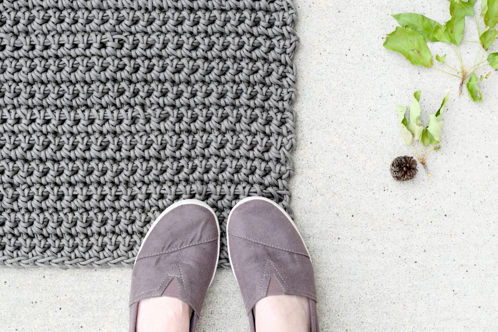 How To Crochet An Outdoor Rug For Beginners – Mama In A