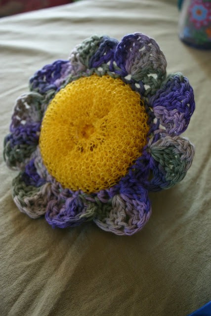 [Free Pattern] This Flower Scrubby Is A Clever Way To Deep