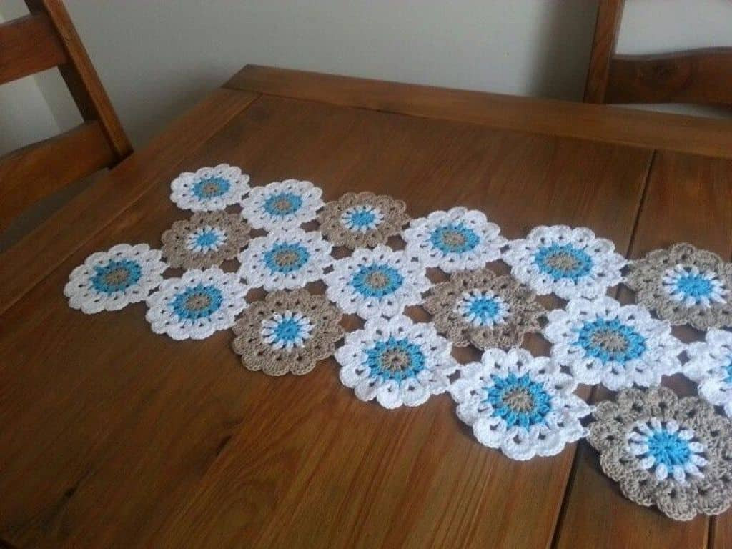 flower pattern crochet table runner