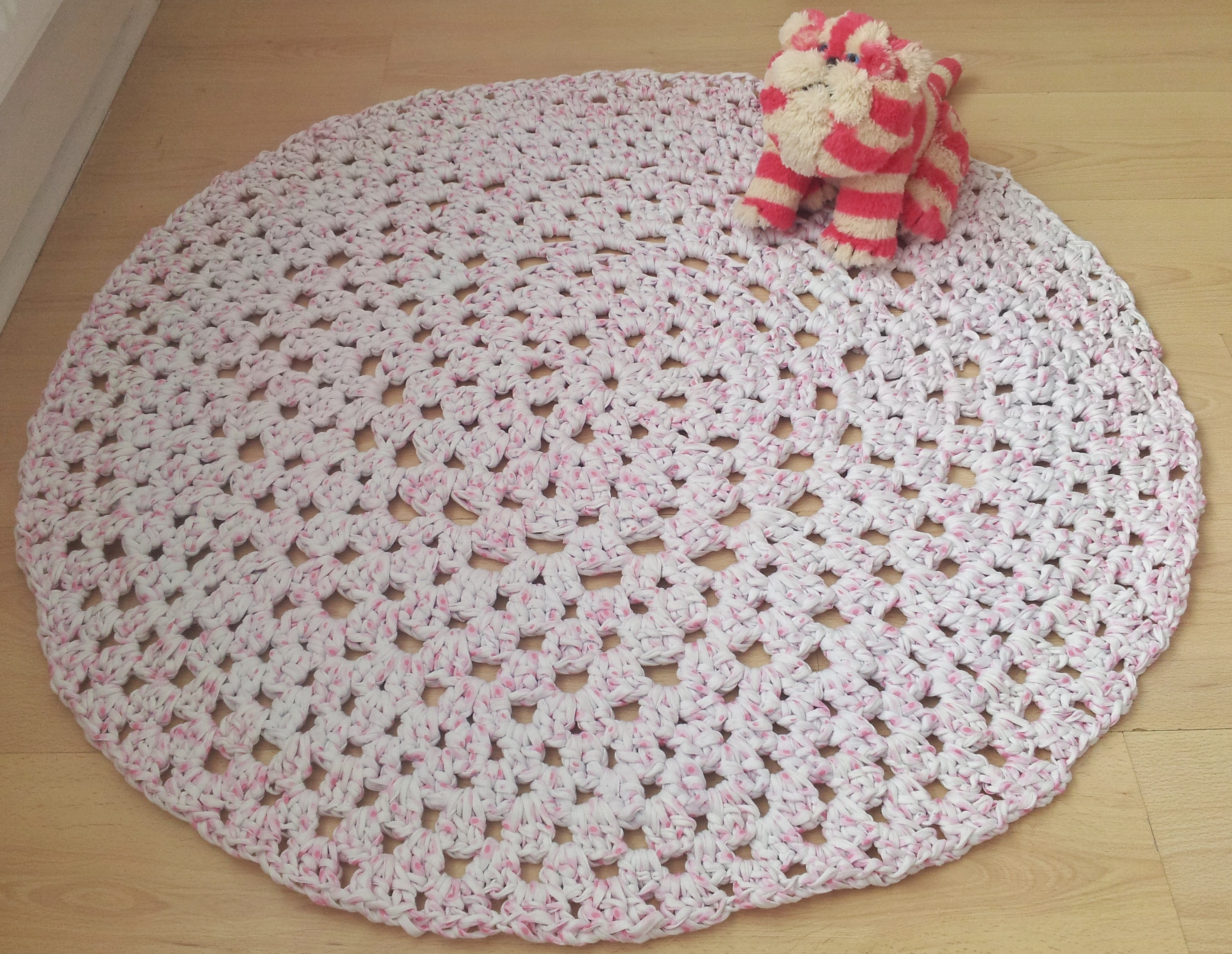 How to Crochet a Granny Dollie Rug using Hooplayarn