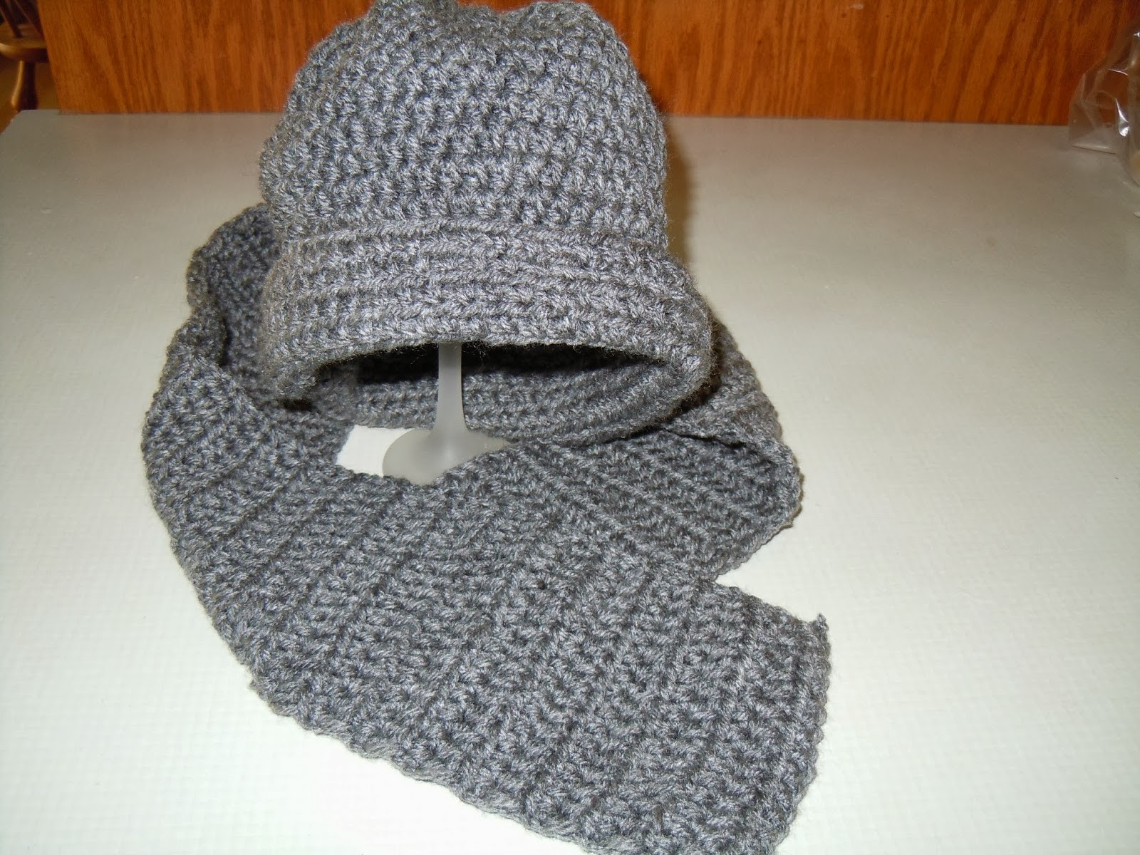 Craftdrawer Crafts New Easy to Crochet Hat and Scarf