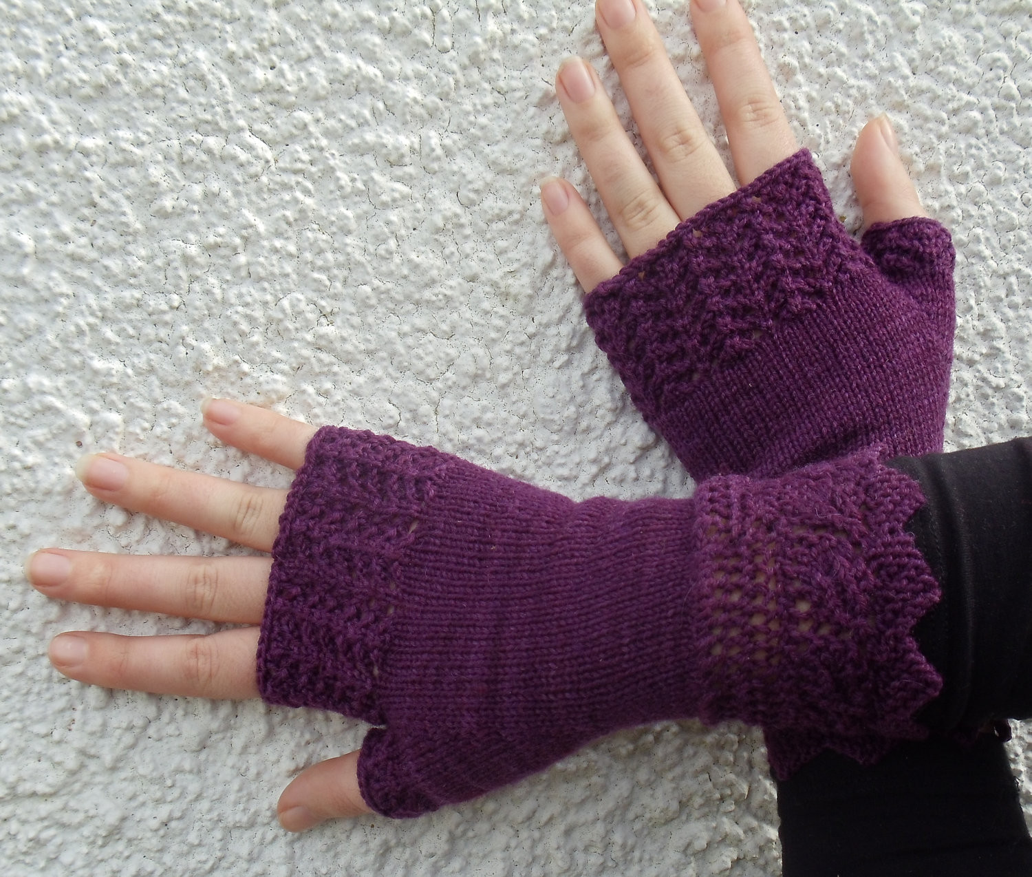 A simple and useful bulky fingerless gloves knitting