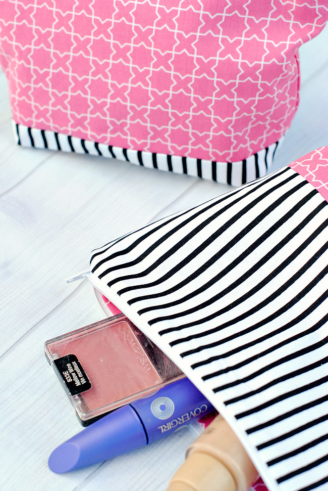 Easy Makeup Bag Tutorial Crazy Little Projects