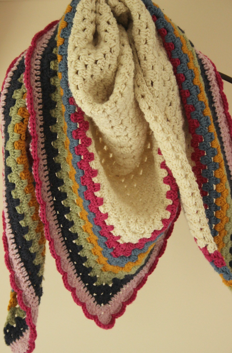 free patter really easy and super warm crochet triangle shawl