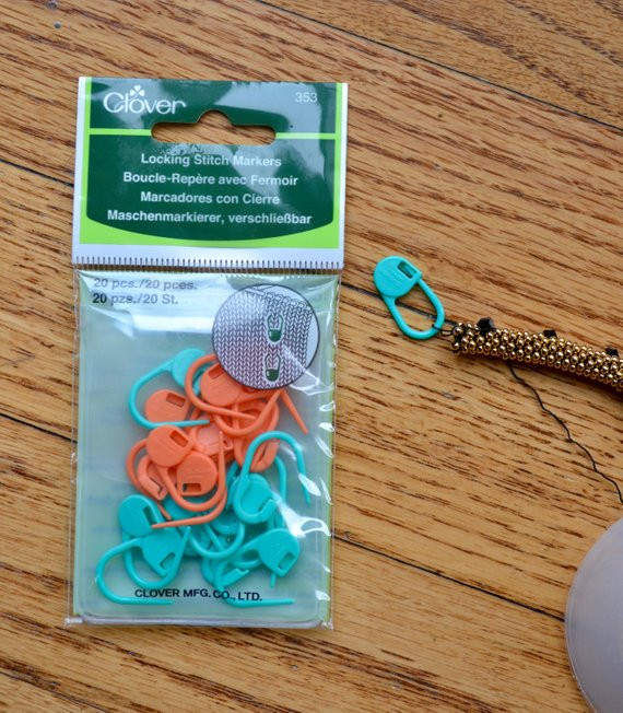 Locking Stitch Markers 1 package Clover brand small size 20