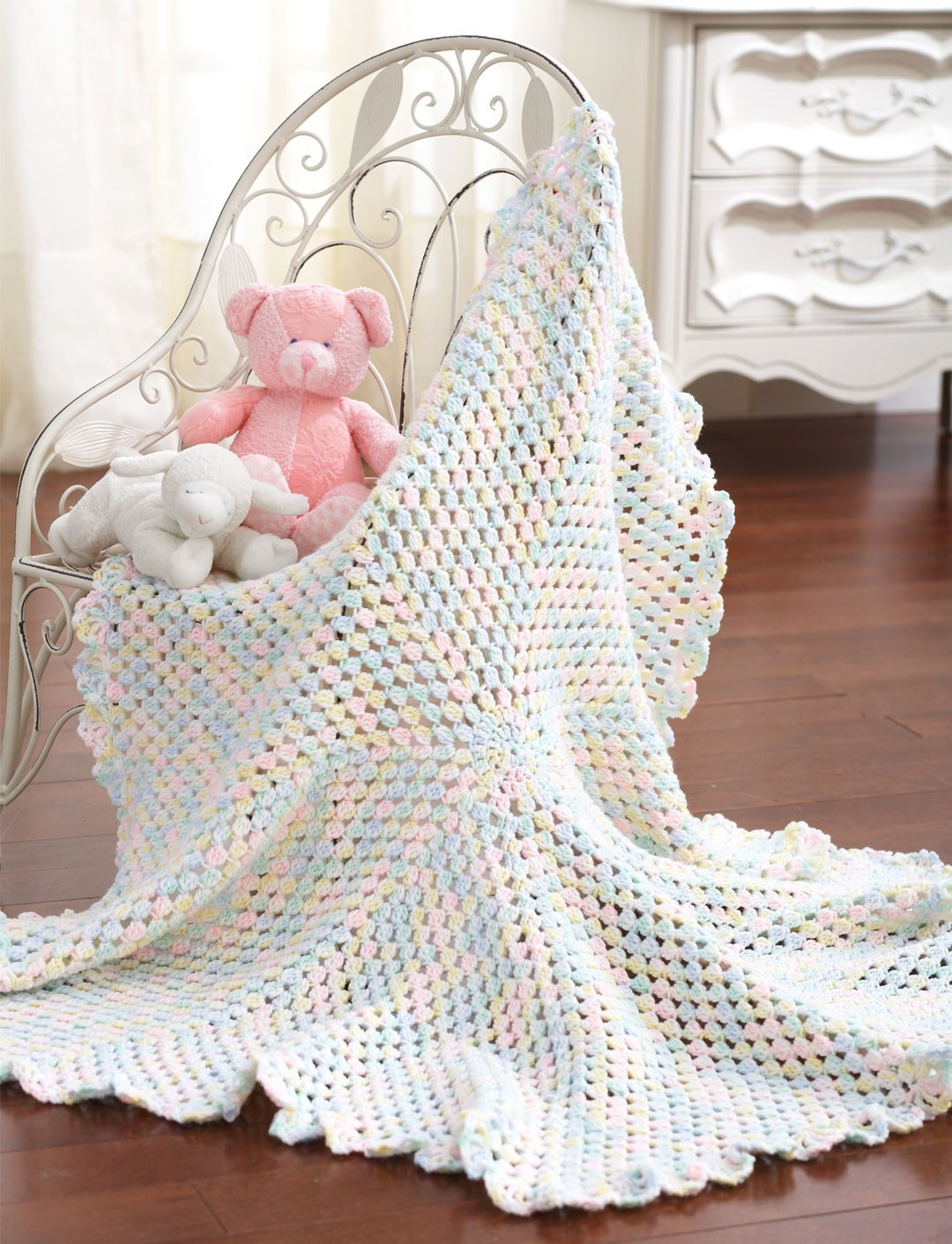 Round Blanket To Crochet in Bernat Baby Sport