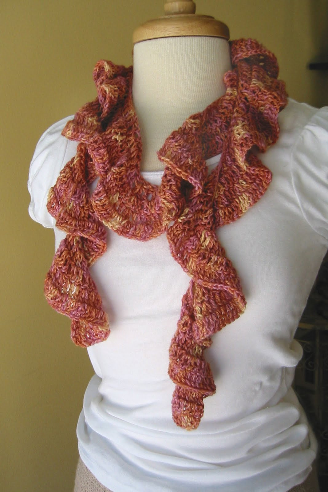 RUFFLE SPIRAL CROCHET SCARF PATTERN – Easy Crochet Patterns
