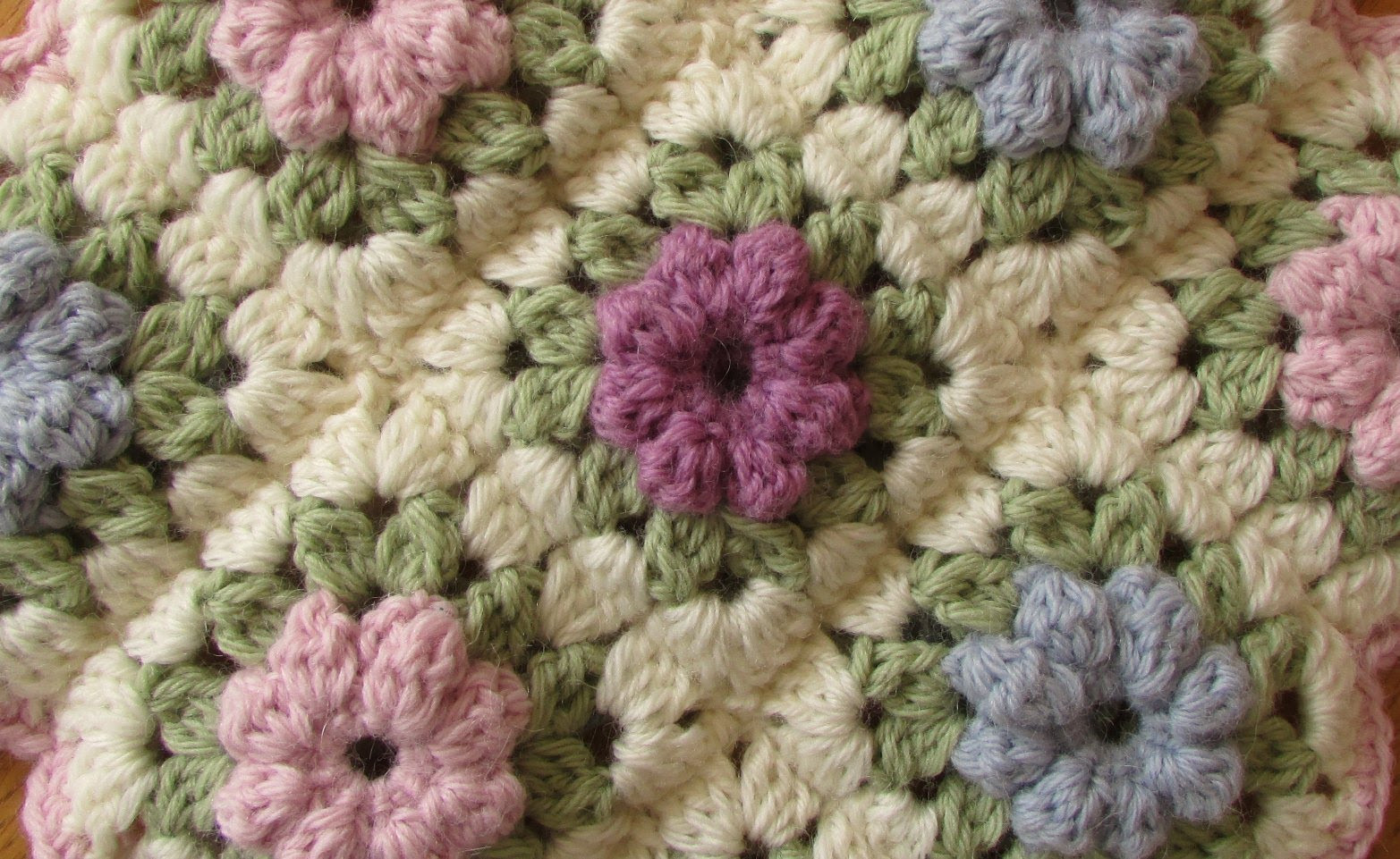 [Video Tutorial] These Granny Squares Make A Lovely