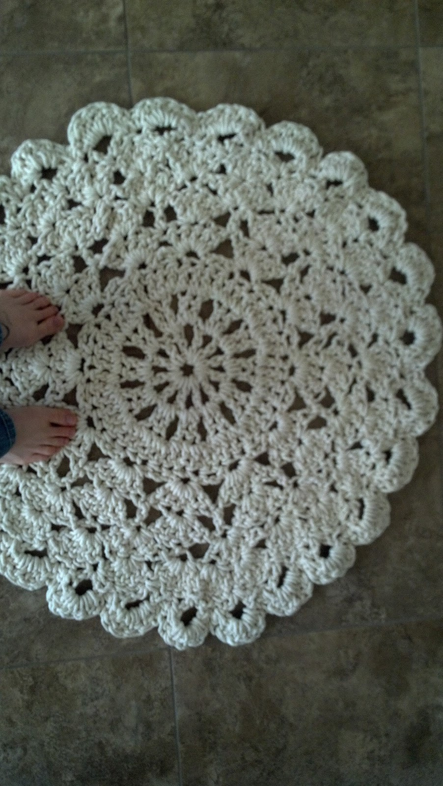 [Free Pattern] This Crochet Doily Rug Is An Affordable Way