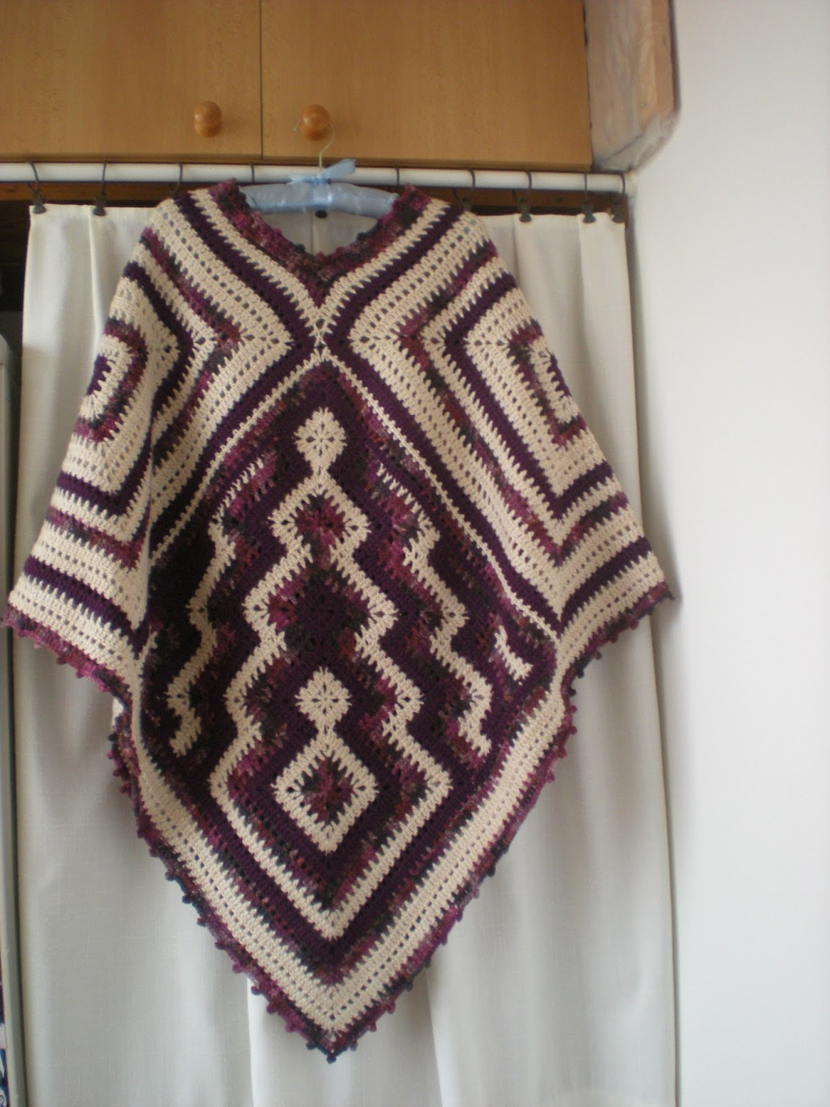 EmmHouse Autumn Winter Poncho – free crochet pattern