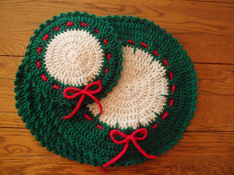 Crocheted Holiday Christmas Placemats & Hot Mat Set of 5